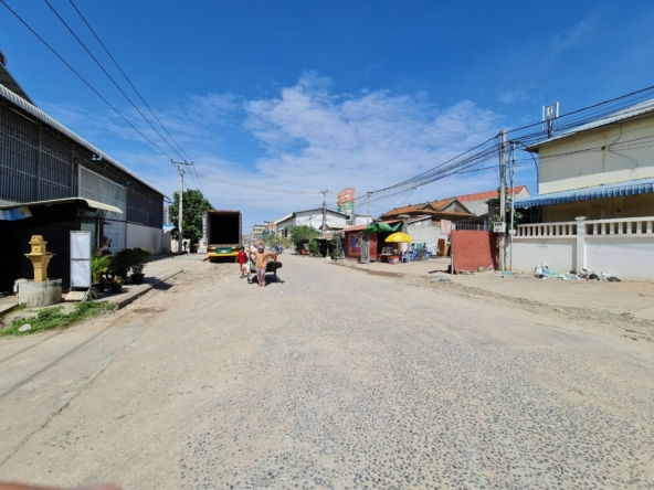 the road in front of the warehouse for rent in Mean Chey in Phnom Penh