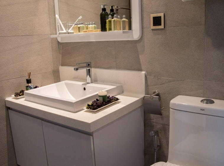 the bathroom of the luxury serviced 1-bedroom apartment for rent in BKK1 in Phnom Penh Cambodia