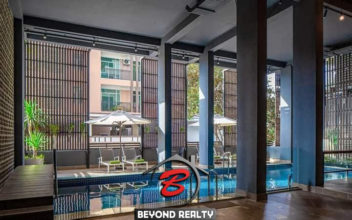 the swimming pool of the serviced apartment for rent in Toul Tom Poung in Phnom Penh Cambodia
