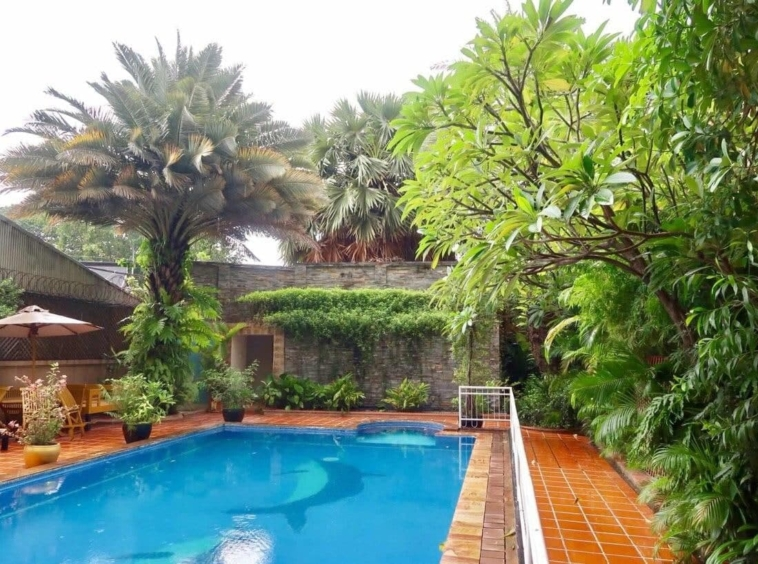 the swimming pool of the serviced apartment for rent near Wat Phnom in Daun penh in Phnom Penh Cambodia