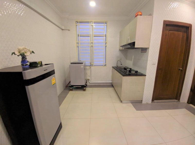 the kitchen of the 1br flat for rent in Toul Svay Prey Chamkar Mon Phnom Penh Cambodia