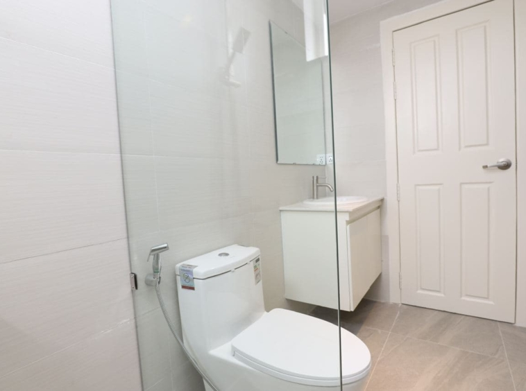 the bathroom of the 1br serviced apartment for rent in BKK1 Phnom Penh Cambodia