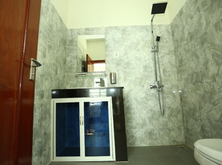 the bathroom of the 1br serviced apartment for rent in BKK2 Phnom Penh Cambodia