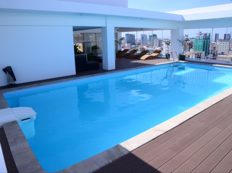 the swimming pool of the serviced apartment for rent in Toul Tom Poung near Mao Tse Boulevard in Phnom Penh Cambodia