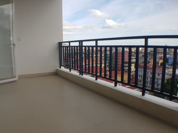 2-bedroom spacious serviced apartment rental in Toul Tom Poung (6)
