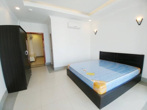 2br flat for rent in Toul Svay Prey near Toul Tom Poung and BKK3 in Phnom Penh Cambodia (12)
