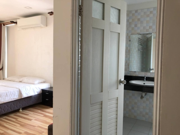 3-bedroom penthouse serviced apartment for rent in Tonle Bassac Phnom Penh Cambodia (9)