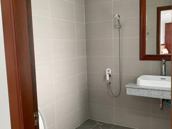 the bathroom of the the studio serviced apartment for rent in Tonle Bassac Phnom Penh Cambodia