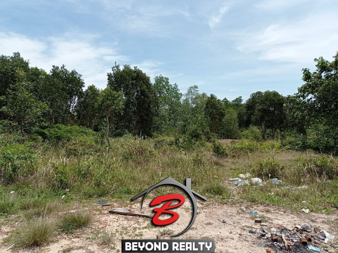the internal road of beachfront land for sale in Srae Ambel Koh Kong Cambodia